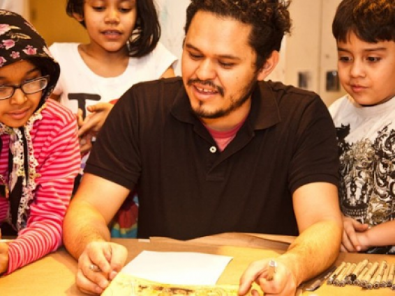 Raul the Third drawing with children